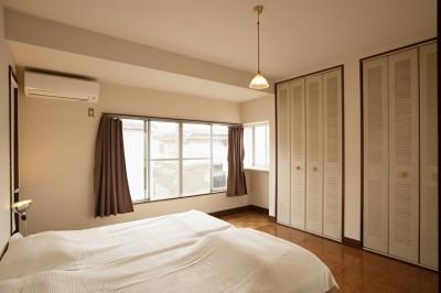 ベッドルーム (手づくりの家具で、自分流)