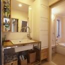 手づくりの家具で、自分流の写真 洗面所