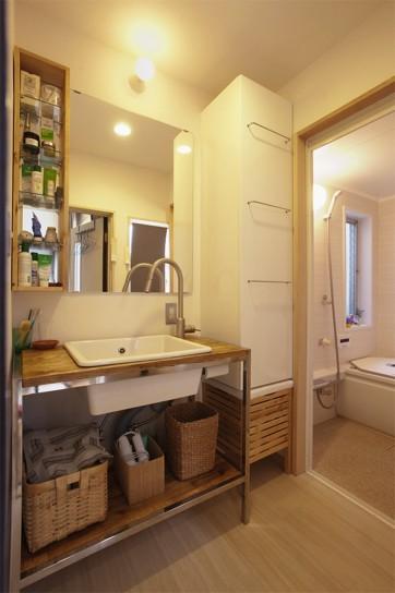バス/トイレ事例:洗面所(手づくりの家具で、自分流)