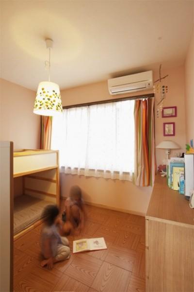 子供部屋 (手づくりの家具で、自分流)