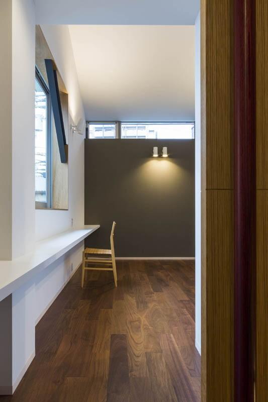 書斎事例:居室(京都の中心でゆったりと時間の流れるプライベートコートを持つ生活空間 : 丸太町の住宅)