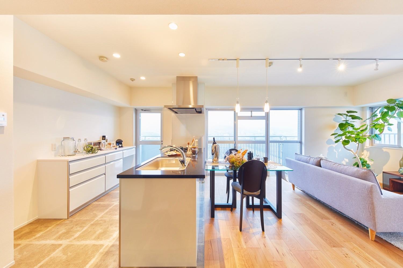キッチン事例:キッチン(感性豊かなおとな女子がつくる、景色と暮らす家)