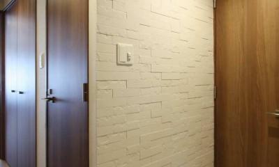 """新築マンション・オプション工事 """"ブルックリンスタイル""""のデザインリフォーム (玄関)"""