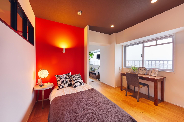 ベッドルーム事例:ベッドスペース(感性豊かなおとな女子がつくる、景色と暮らす家)
