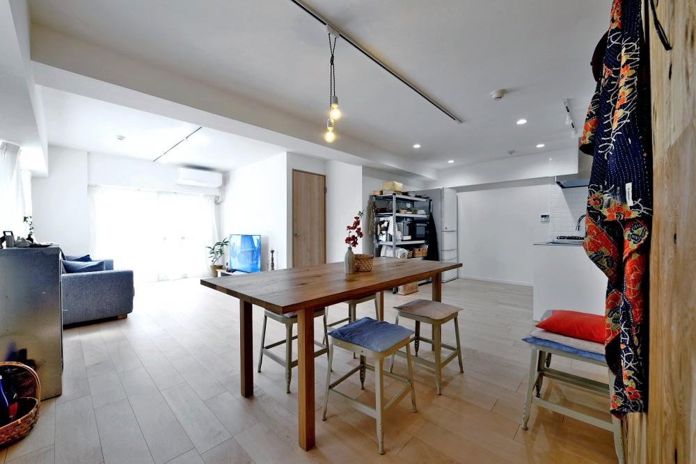 ラフだけどシンプル。ラーチ合板のボックスWTCと土間でつくる、ご夫婦のSOHO住まい (居室とキッチンが繋がり広々LDK)