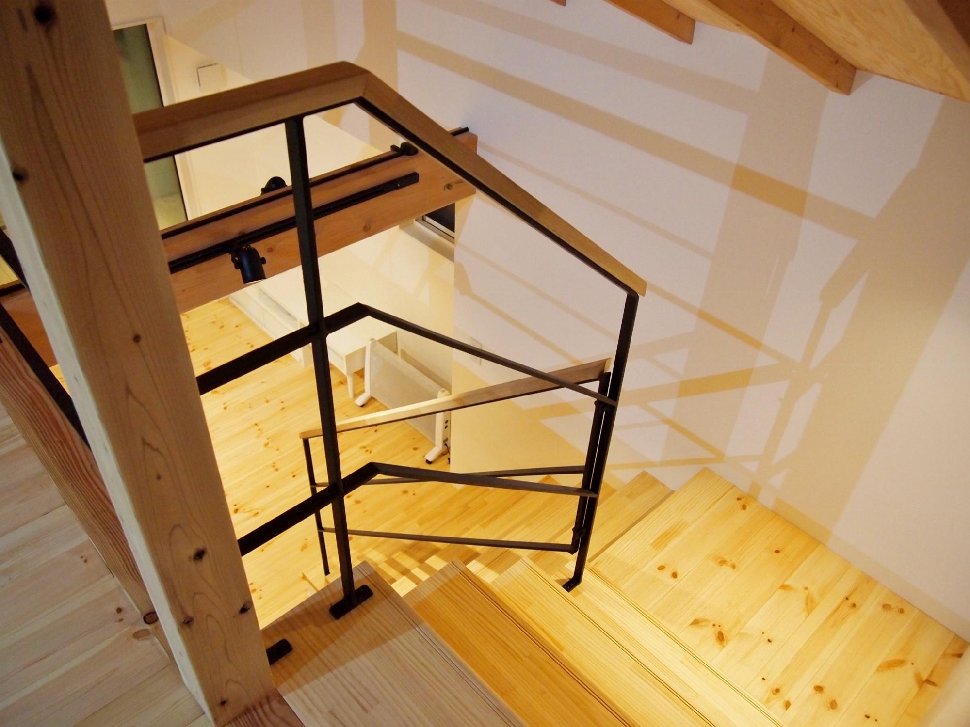 その他事例:階段(格子壁の住宅)