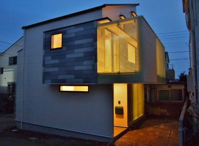 格子壁の住宅 (外観)