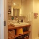 家族や友人と過ごす リビングダイニングでの時間を大切にしたい...(星川 マンションリノベーション)の写真 洗面室