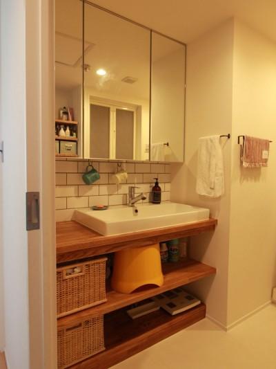 洗面室 (家族や友人と過ごす リビングダイニングでの時間を大切にしたい...(星川 マンションリノベーション))