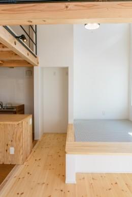 格子壁の住宅 (LDK)