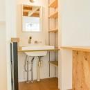 格子壁の住宅の写真 洗面所