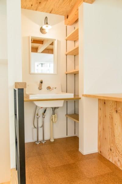 洗面所 (格子壁の住宅)