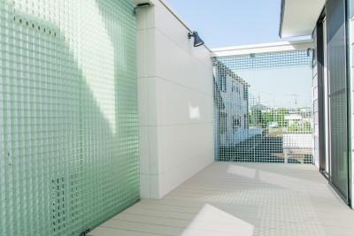 格子壁の住宅 (バルコニー)