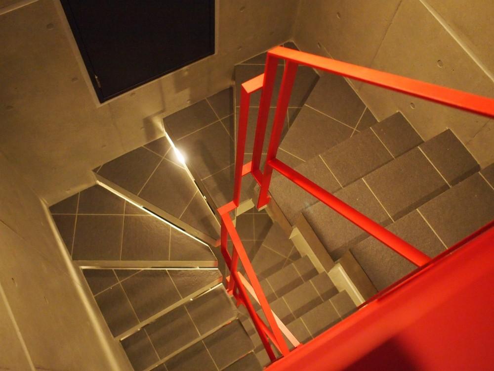東京都北区の共同住宅 (階段)