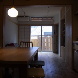 街なかの狭小住宅 (リビングダイニング)