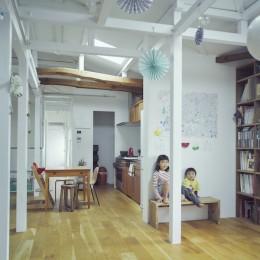 """""""ご近所さん""""感覚の二世帯住宅 (リビングダイニング)"""
