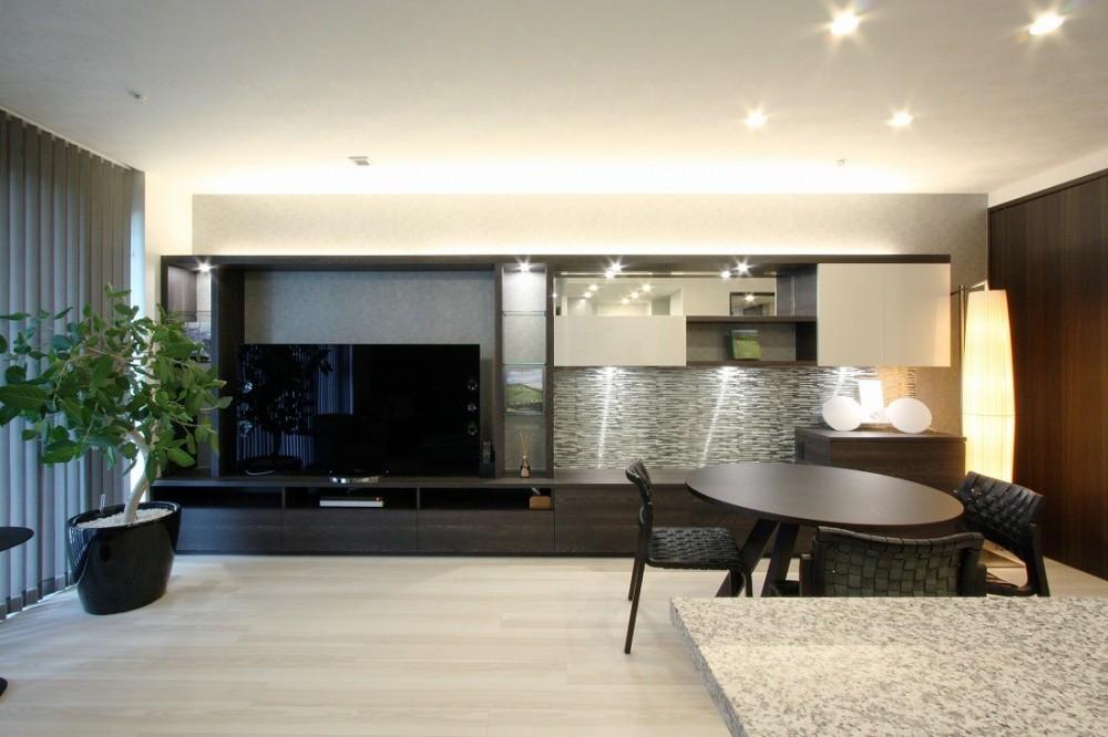 新築マンション・オプション工事  壁面収納のデザイン (リビングダイニング)