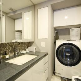 新築マンション・オプション工事  壁面収納のデザイン (洗面)