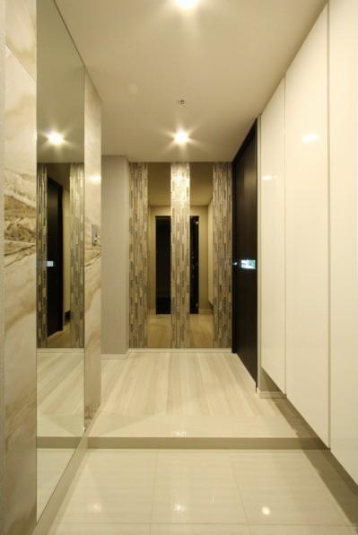 玄関 (新築マンション・オプション工事  壁面収納のデザイン)
