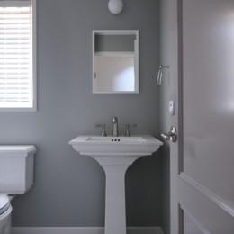 T邸 (落ち着いた雰囲気のトイレ)