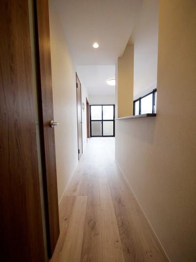 廊下 (二面採光の部屋)
