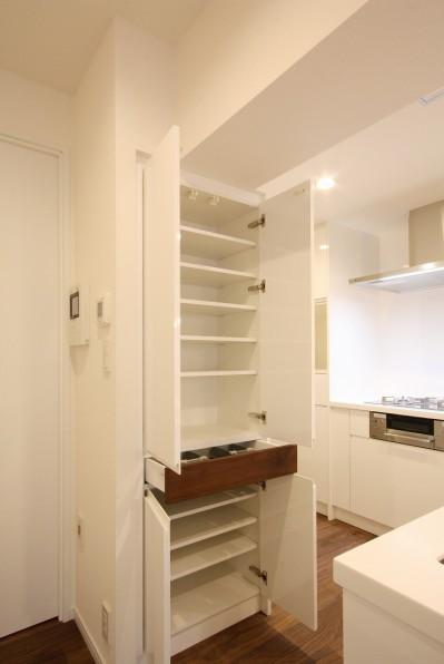 キッチン (築30年からのスケルトンリフォーム 白×ウォールナット)