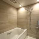 築30年からのスケルトンリフォーム 白×ウォールナットの写真 バスルーム