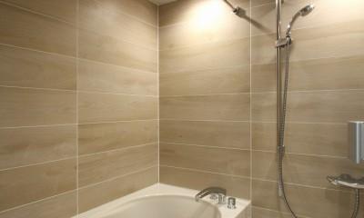 築30年からのスケルトンリフォーム 白×ウォールナット (バスルーム)