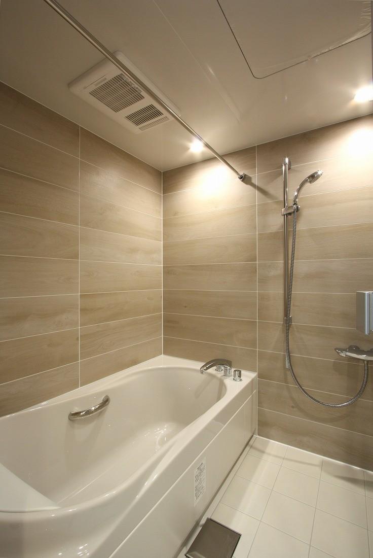 バス/トイレ事例:バスルーム(築30年からのスケルトンリフォーム 白×ウォールナット)