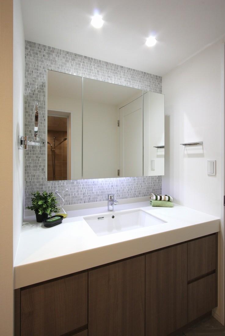 バス/トイレ事例:洗面(築30年からのスケルトンリフォーム 白×ウォールナット)