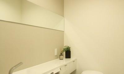 築30年からのスケルトンリフォーム 白×ウォールナット (トイレ)