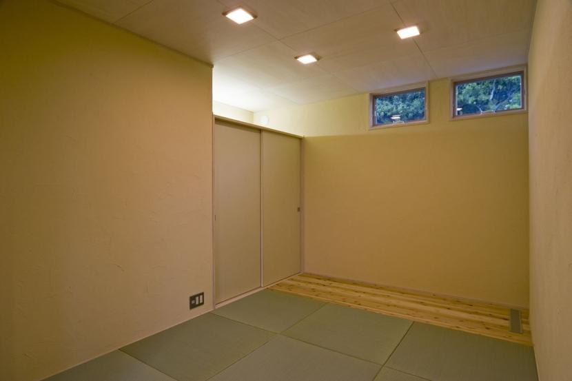 我孫子のコートハウス/平屋の家の写真 琉球畳のある和室