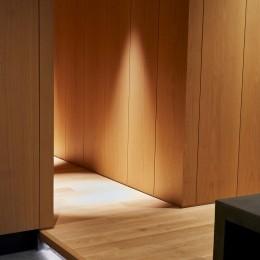 玄関 (RE : Apartment UNITED ARROWS LTD. MASTER PLAN B ~住む人の個性を演出する上質な設えと機能美を備えたリノベーション~)