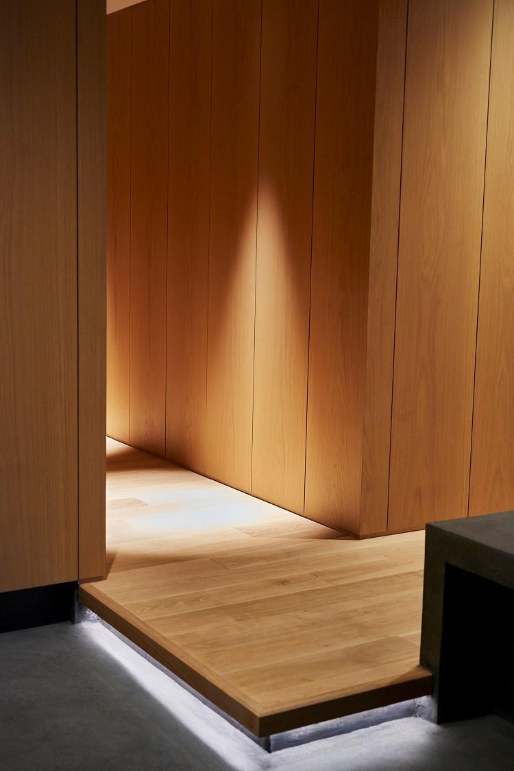 玄関事例:玄関(RE : Apartment UNITED ARROWS LTD. MASTER PLAN B ~住む人の個性を演出する上質な設えと機能美を備えたリノベーション~)