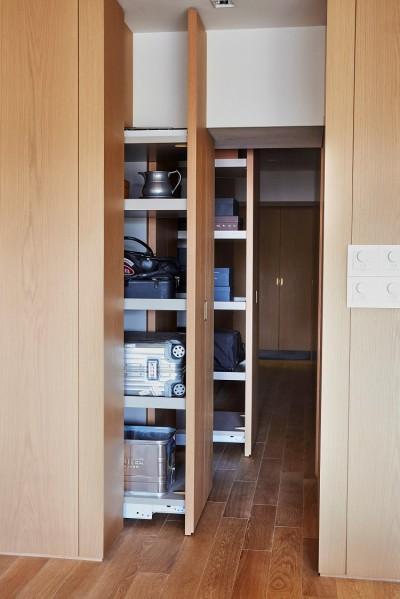 収納 (RE : Apartment UNITED ARROWS LTD. MASTER PLAN B ~住む人の個性を演出する上質な設えと機能美を備えたリノベーション~)