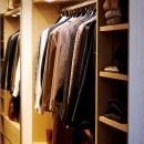 RE : Apartment UNITED ARROWS LTD. MASTER PLAN B ~住む人の個性を演出する上質な設えと機能美を備えたリノベーション~の写真 まるで店舗のような姿見付きウォークインクローゼット