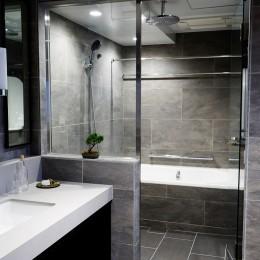 RE : Apartment UNITED ARROWS LTD. MASTER PLAN B ~住む人の個性を演出する上質な設えと機能美を備えたリノベーション~ (TESシステムのミストサウナで癒しのバスタイム)
