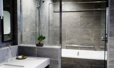 RE : Apartment UNITED ARROWS LTD. CASE002 / PLAN B ~住む人の個性を演出する上質な設えと機能美を備えたリノベーション~ (TESシステムのミストサウナで癒しのバスタイム)