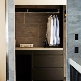 RE : Apartment UNITED ARROWS LTD. MASTER PLAN B ~住む人の個性を演出する上質な設えと機能美を備えたリノベーション~ (ランドリールーム)