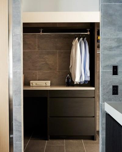 ランドリールーム (RE : Apartment UNITED ARROWS LTD. CASE002 / PLAN B ~住む人の個性を演出する上質な設えと機能美を備えたリノベーション~)