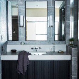 RE : Apartment UNITED ARROWS LTD. MASTER PLAN B ~住む人の個性を演出する上質な設えと機能美を備えたリノベーション~ (上質なタイル張りで高級感のあるスタイリッシュな洗面室)