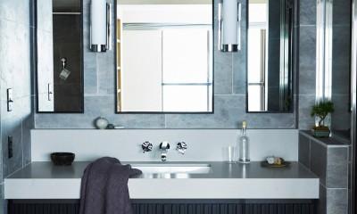 RE : Apartment UNITED ARROWS LTD. CASE002 / PLAN B ~住む人の個性を演出する上質な設えと機能美を備えたリノベーション~ (上質なタイル張りで高級感のあるスタイリッシュな洗面室)