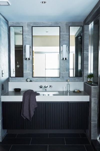 上質なタイル張りで高級感のあるスタイリッシュな洗面室 (RE : Apartment UNITED ARROWS LTD. CASE002 / PLAN B ~住む人の個性を演出する上質な設えと機能美を備えたリノベーション~)