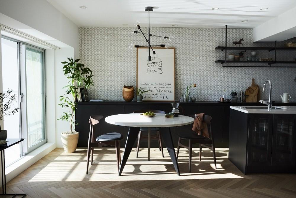 RE : Apartment UNITED ARROWS LTD. CASE001 / PLAN A ~店舗の技術を取り入れた見せる収納~ (ダイニング)