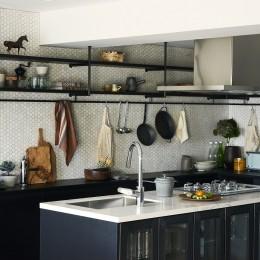ユナイテッドアローズオリジナルキッチン (RE : Apartment UNITED ARROWS LTD. MASTER PLAN A ~店舗の技術を取り入れた見せる収納~)