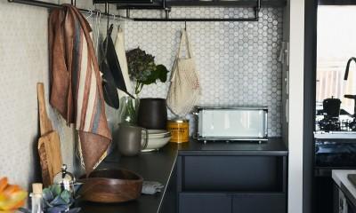 RE : Apartment UNITED ARROWS LTD. CASE001 / PLAN A ~店舗の技術を取り入れた見せる収納~ (人気のアイランドキッチンを採用)