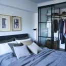RE : Apartment UNITED ARROWS LTD. MASTER PLAN A ~店舗の技術を取り入れた見せる収納~の写真 洋室 収納に嬉しいウォークインクローゼット付き