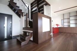湘南のシーサイドハウス (階段書斎)
