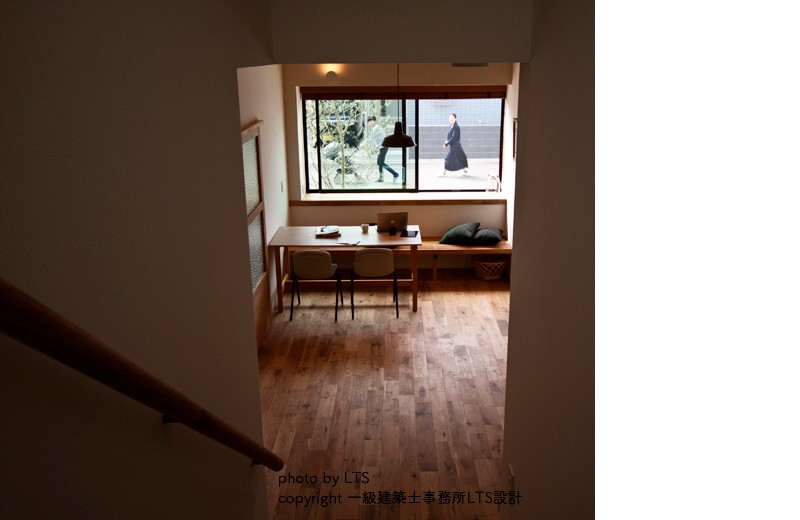 リビングダイニング事例:階段から(SRhouse)