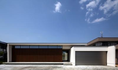 シンプルな外観|保月の家(ほづきのいえ)~お店のようなアプローチ空間~